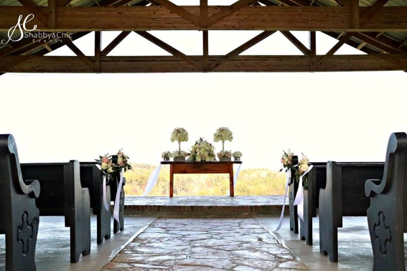alabama-wedding-venue-chapel-flagstone-alter-aisle