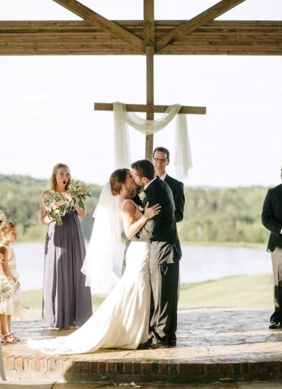 alabama-wedding-venue-chapel-flagstone-alter-kiss