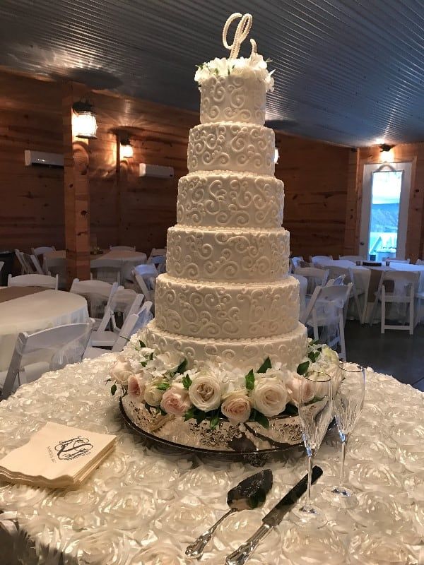 the-barn-wedding-venue-wedding-cake-2