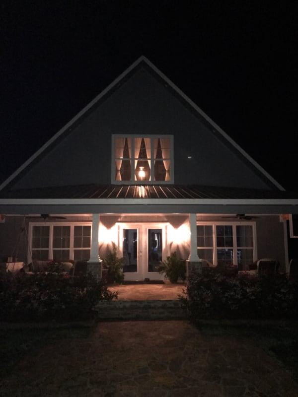 wedding-venue-alabama-cottage-night
