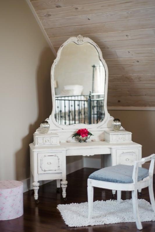 wedding-venue-alabama-cottage-vanity