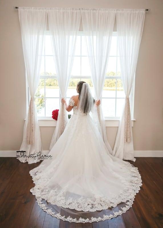 wedding-venue-alabama-cottage-wedding-dress