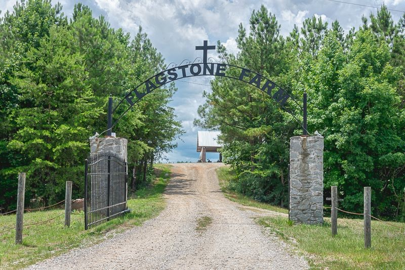 wedding-venue-alabama-flagstone-farm-gate